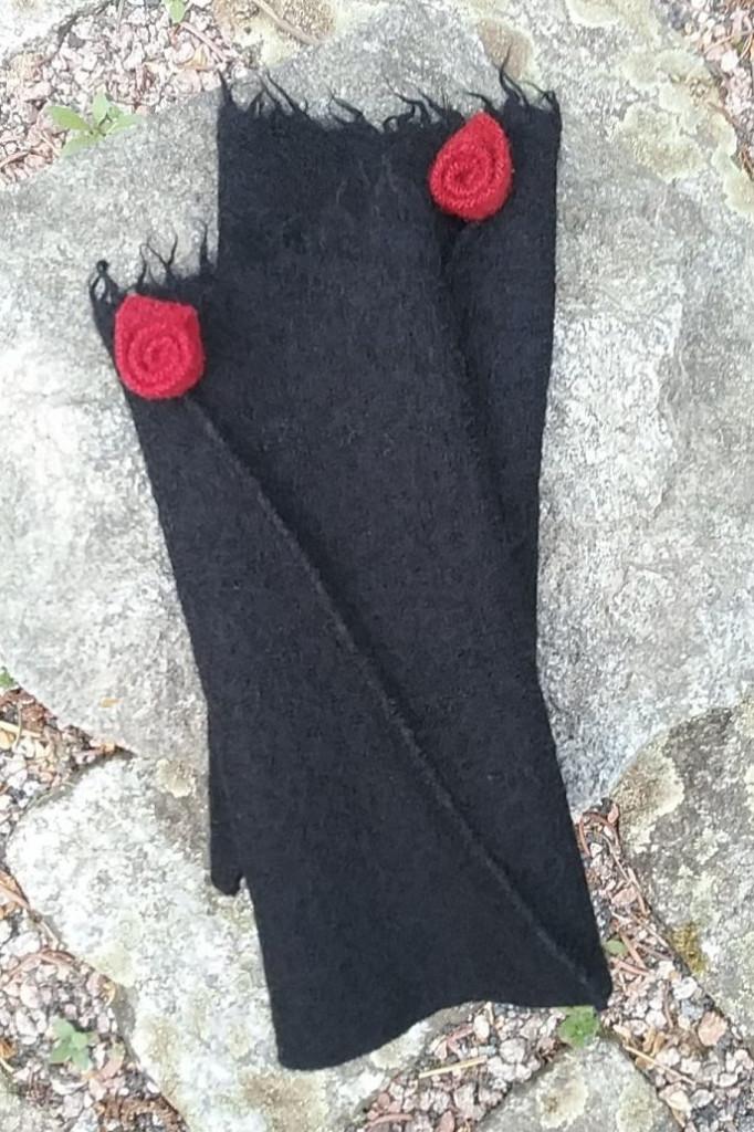 Walkstulpen schwarz rot Rose